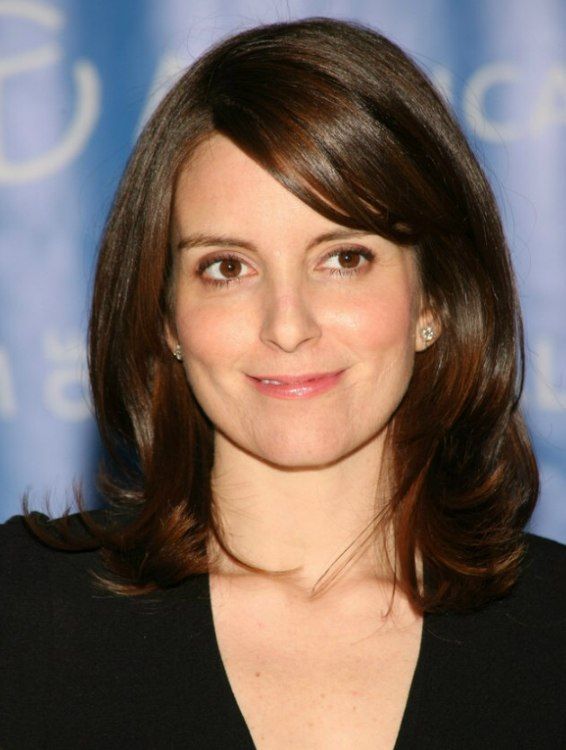 Tina Fey Sleek Medium Long Hairstyle For A Cosmopolite Look