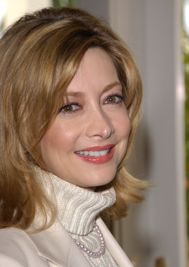 Sharon Lawrence Middlelength Hairstyle For Or Middle Aged Women - Middleaged asian womenhairstyle