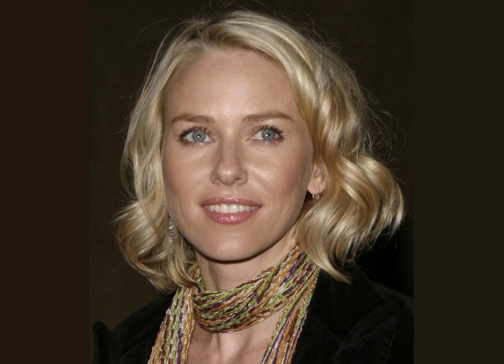 Naomi Watts wearing her hairin a long curly bob