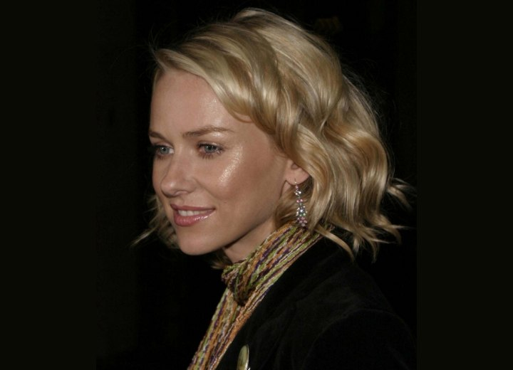 Side view of Naomi Watts hairstyle