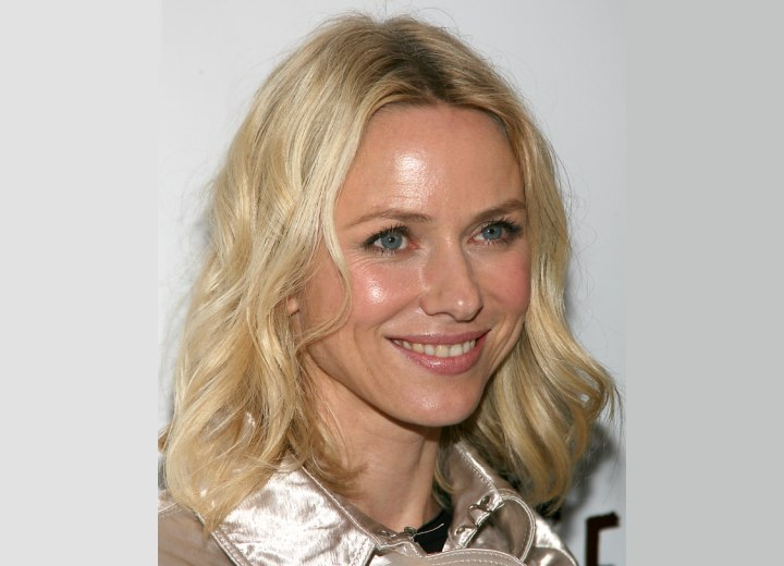 Mid length hairstyle with waves - Naomi Watts