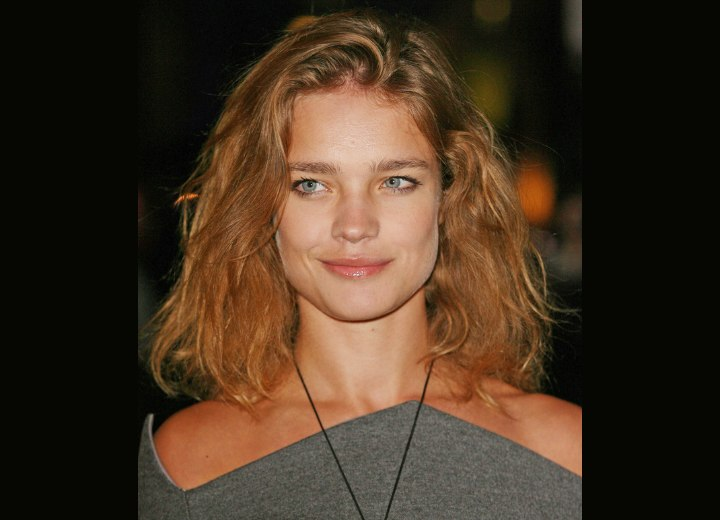 Medium hairstyle for reddih brown hair - Natalia Vodianova