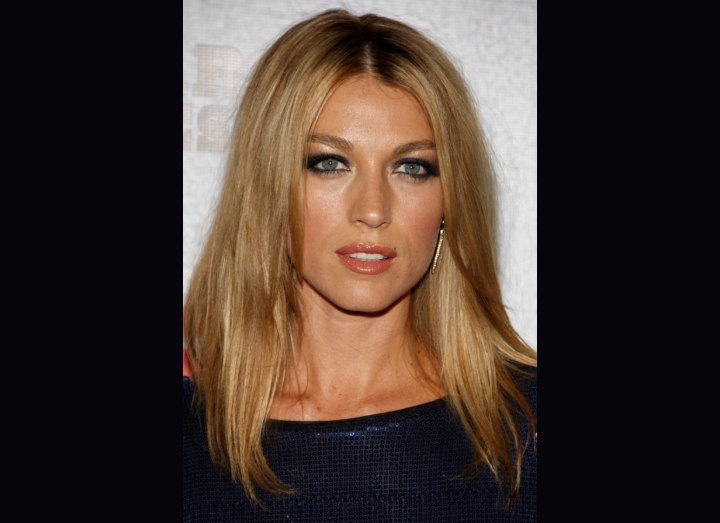 Long hairstyle for high cheekbones - Natalie Zea