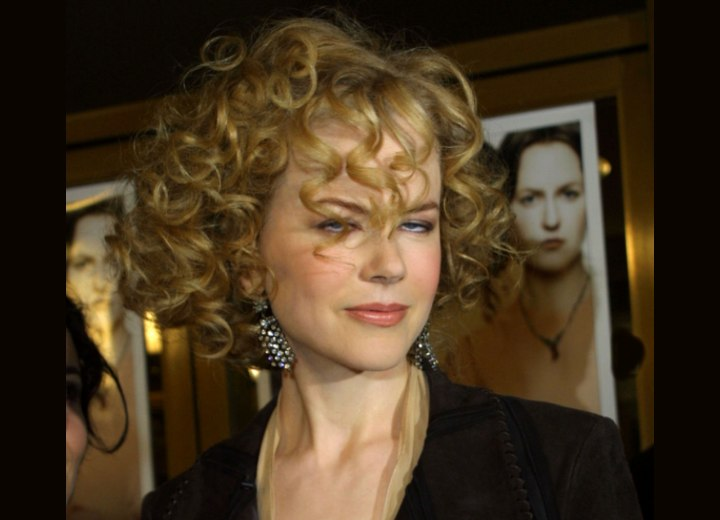 Curly perm with spiral curlers - Nicole Kidman