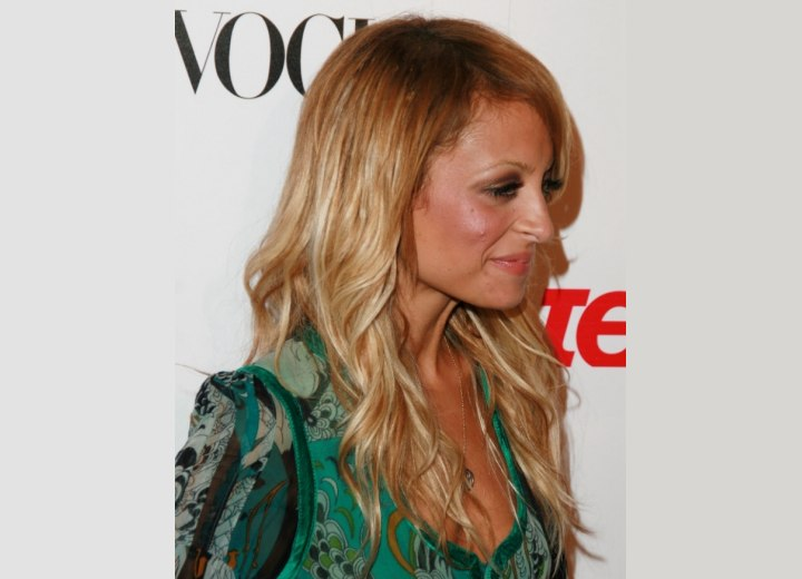 Side view of Nicole Richie's long hairstyle