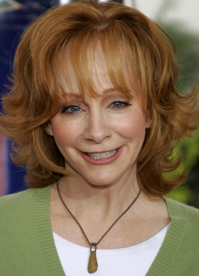 Reba Mcentire S Practical And Bouncy Red Hair With Flipped
