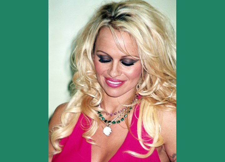 Blonde hair with new growth showing - Pamela Anderson