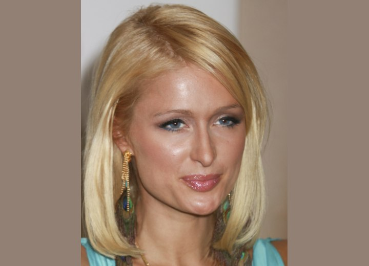 Classic blonde bob cut - Paris Hilton