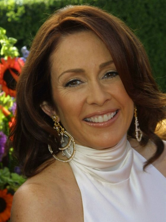 Patricia Heaton S Over Shoulder Length Mahogany Hair With