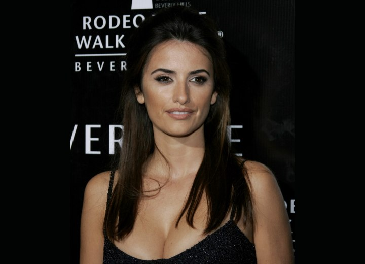 Penelope Cruz wearing her hair with the sides brought back