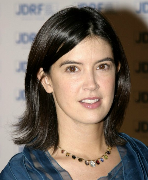 phoebe cates wearing her hair in a medium length just above the