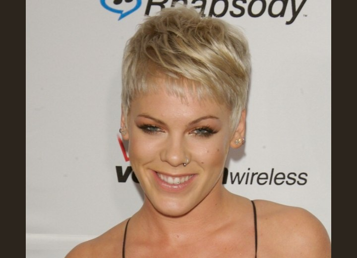 Very short hairstyle with a clipped neckline - Pink