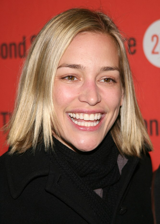 Agyness Deyn S Hair With Choppy Ends And Piper Perabo