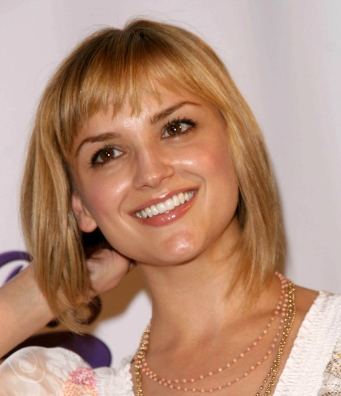 Rachael Leigh Cook New Bob Haircut With A Shorter Back