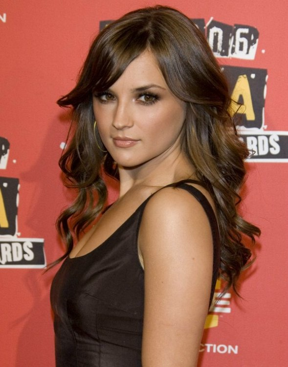 Rachael Leigh Cook S Long Hair Styled With Lazy Rolls