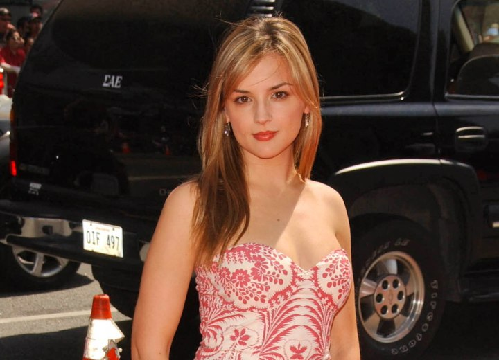 Nice and simple long hairstyle - Rachael Leigh Cook