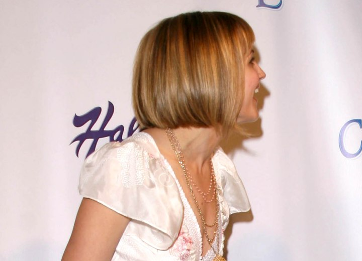 Hairstyle with a longer front - Rachael Leigh Cook