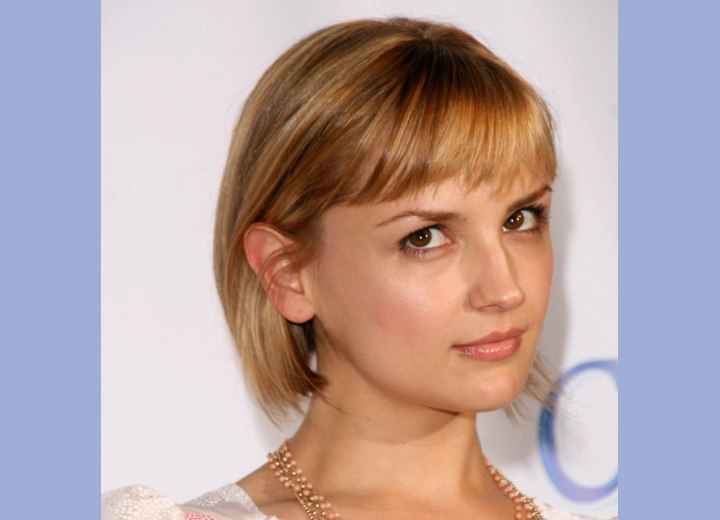 Medium length hairdo - Rachael Leigh Cook