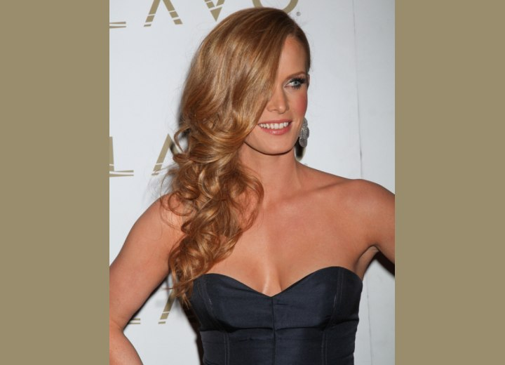 Long hairstyle with curls - Rebecca Mader