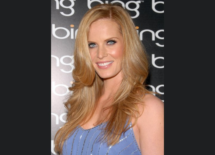 Long layered hairstyle - Rebecca Mader