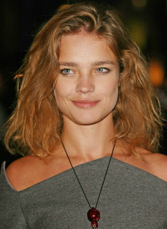 Natalia Vodianova Wearing Shoulder Length Reddish Brown Hairr