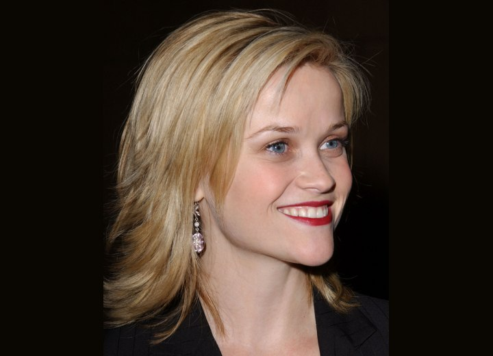 Reese Witherspoon - Semi long hairstyle with layers