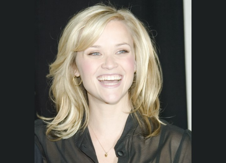 Reese Witherspoon - Shoulder length hairstyle with layers