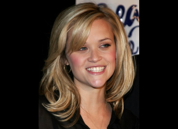 Reese Witherspoon - Healthy looking hair with gloss