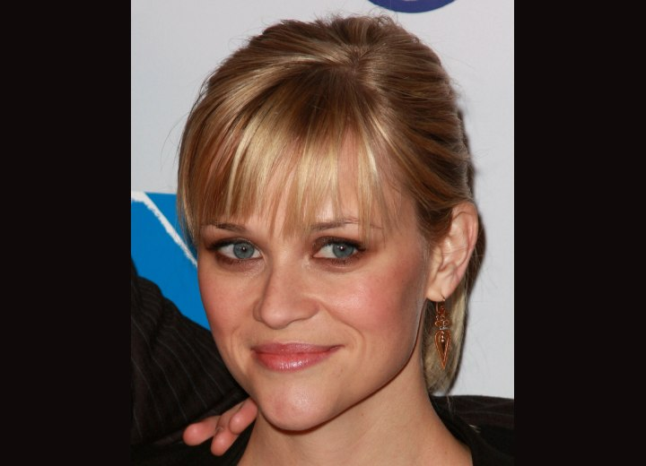 Neat and easy hairstyle - Reese Witherspoon