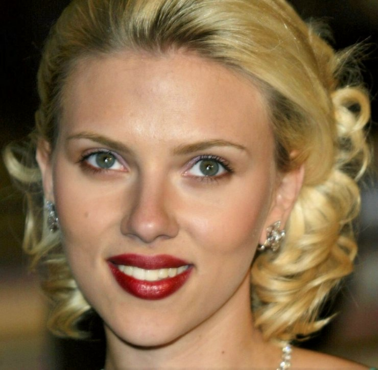 Scarlett Johansson sporting a retro glam hairstyle and how to do it