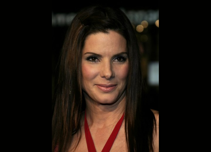 Sandra Bullock - Long and smoothly layered hairstyle