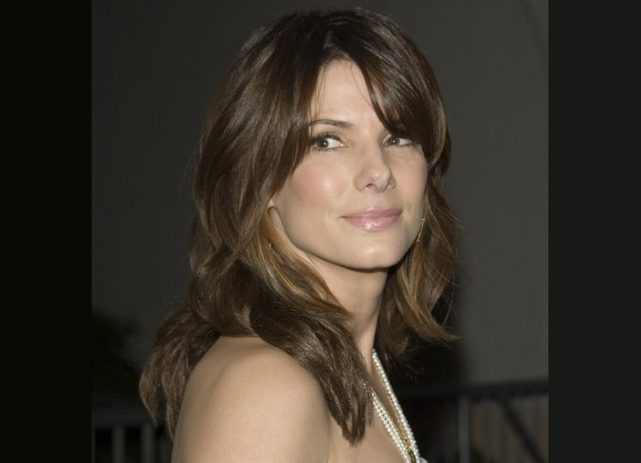 Long hairstyle with lazy curls - Sandra Bullock