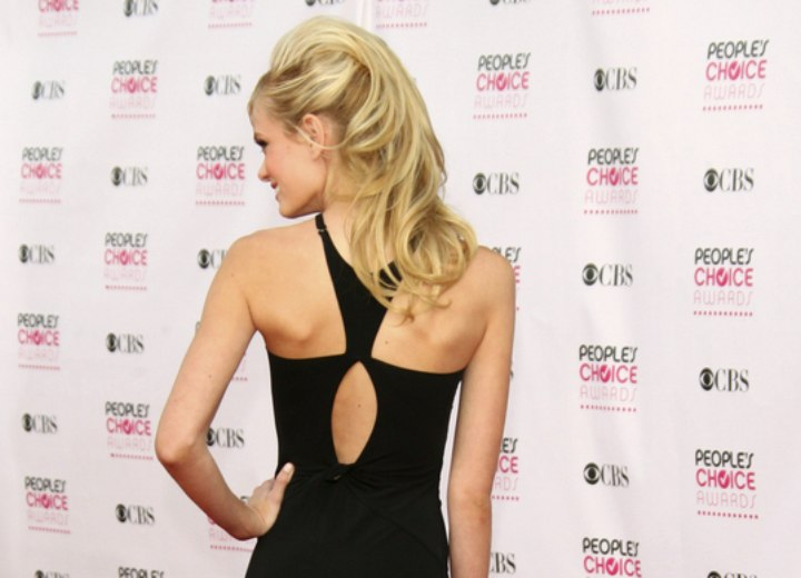 Back view of Sara Paxton's hairstyle