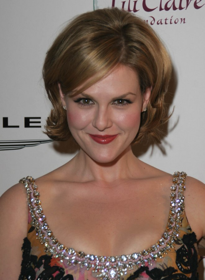 Sara Rue S Shorter Hair With Outward Turned Ends To Suit