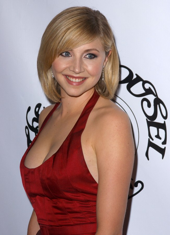 Sarah Chalke S Medium Long Bob With Layering For A Rounded