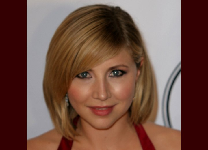 Bob hairstyle with a rounded contour - Sarah Chalke