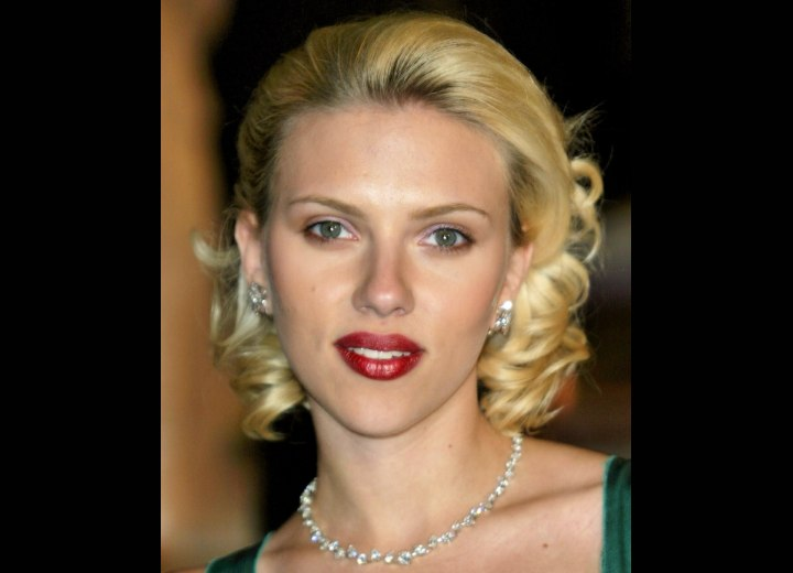 Vintage hairstyle inspired by Hollywood - Scarlett Johansson
