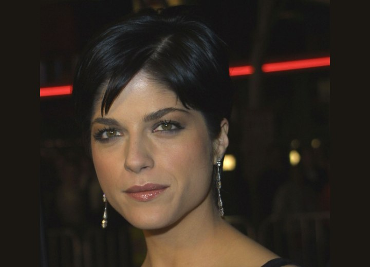 Smooth style for short hair - Selma Blair