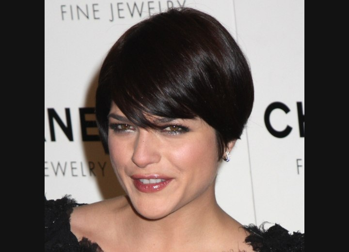 Short over the ears hairstyle - Selma Blair
