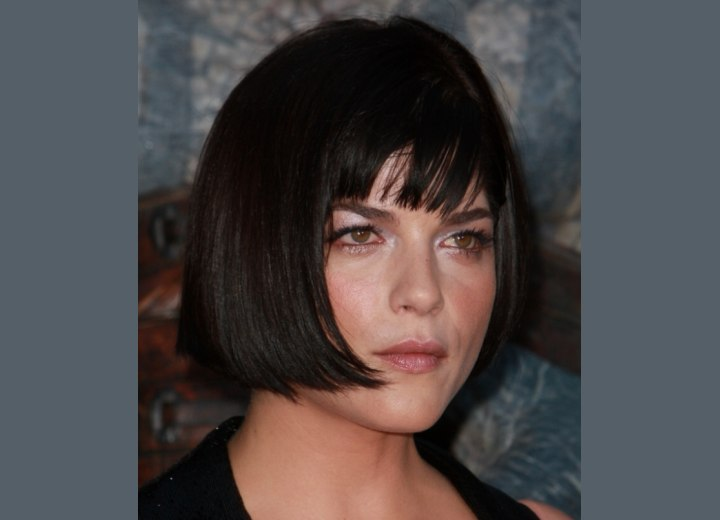 Jaw line length bob haircut - Selma Blair