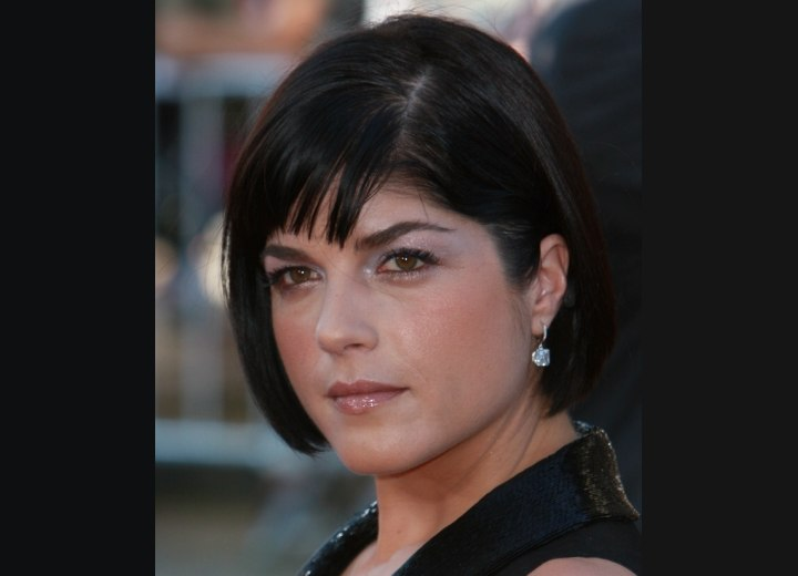 Bob cut with a slight angle - Selma Blair