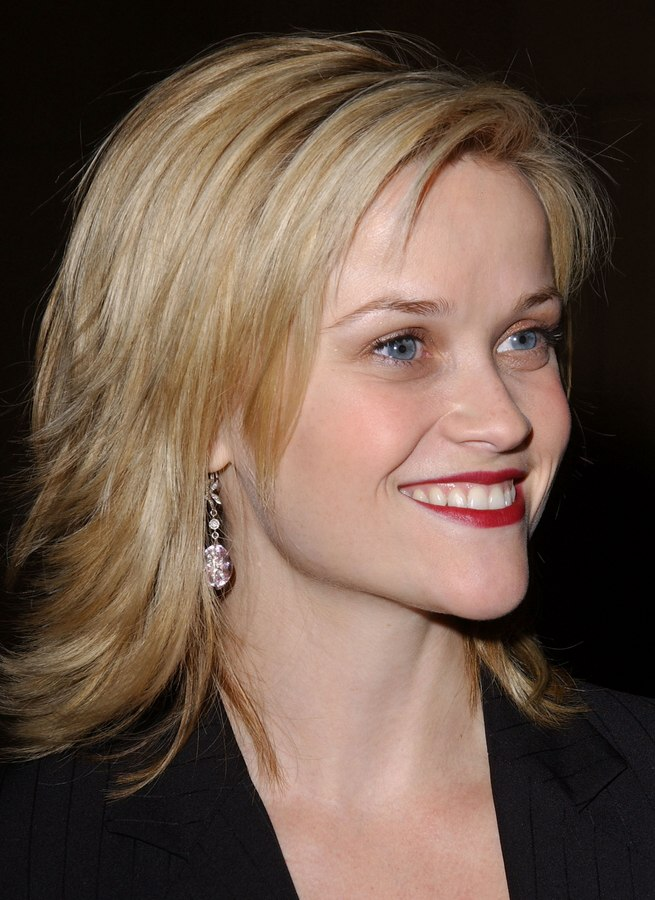 Reese Witherspoon Sporting A Choppy Haircut With Ends That