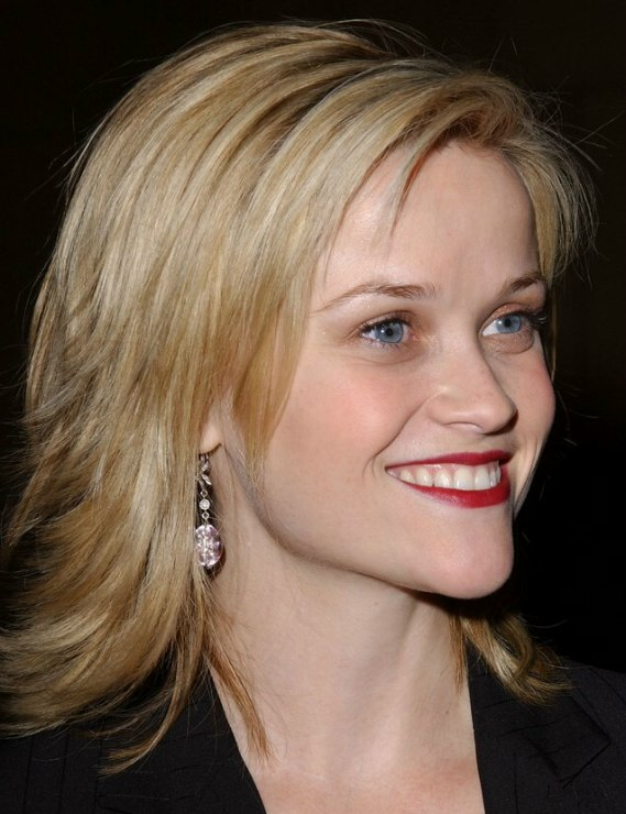 Reese Witherspoon Sporting A Choppy Haircut With Ends That Flip Out