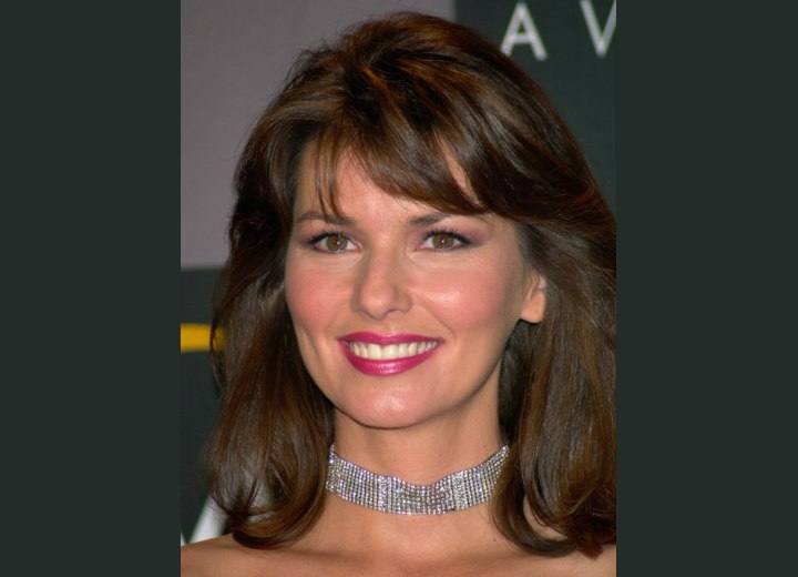 Medium hairstyle with bangs - Shania Twain
