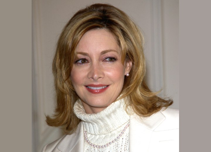 Sharon Lawrence - Hairstyle for women in their 50s