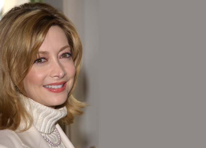 Hairstyle for middle aged women - Sharon Lawrence
