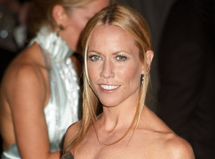 Simple straight hairstyle - Sheryl Crow