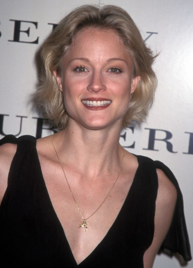 Teri Polo Sporting A Short Out Of The Face Hairstyle