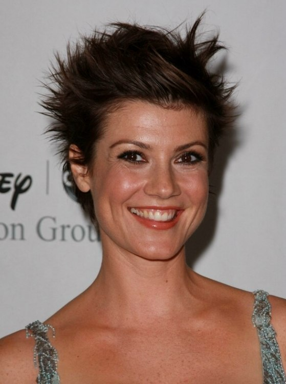 Sensational Saige Thompson With Hair Cut Just Above Her Chin And Zoe Mclellan Short Hairstyles Gunalazisus