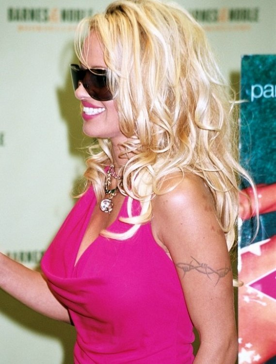 Pamela Anderson With Long Blonde Hair And New Growth